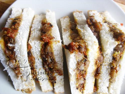 nigerian ewa agoyin with bread