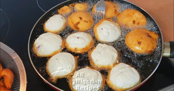 frying nigerian akara